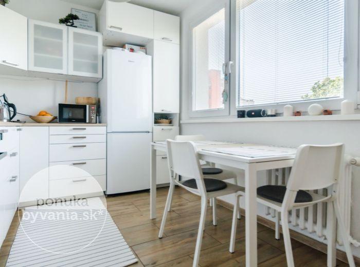 SLATINSKÁ, 4-i byt, 78 m2 - ihneď k dispozícii, KOMPLETNE ZREKONŠTRUOVANÝ, príjemná a tichá lokalita