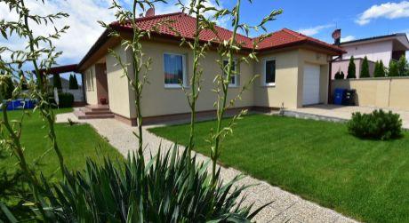 4 -  izbový nadštandardne priestranný rodinný dom  124 m2, slnečný pozemok 630 m2, garáž - Rajka