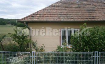 POZOR!  Rodinný dom v obci Semerovo na predaj s veľkým pozemkom.