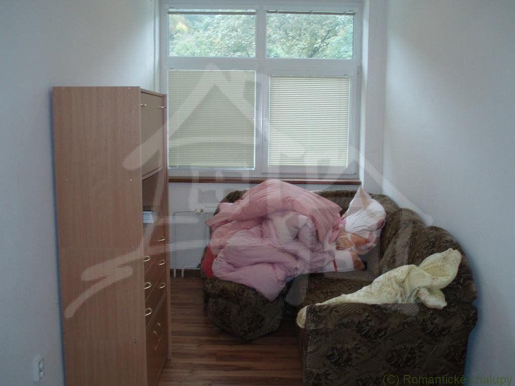 Štýlovo prerobený dom na bývanie a  budova na podnikanie   v podhorskej obci Šípkov na predaj