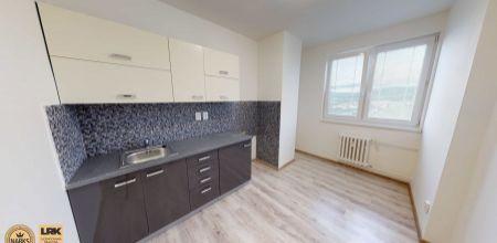 Na predaj kompletne prerobený 2 izbový byt s balkónom,  55 m2