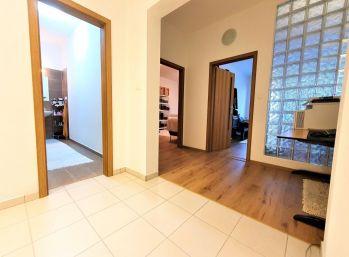 Na predaj 3 izbový byt v novostavbe v Karlovej Vsi na Kresánkovej ulici s rozlohou 100m2 za 185 000 €.