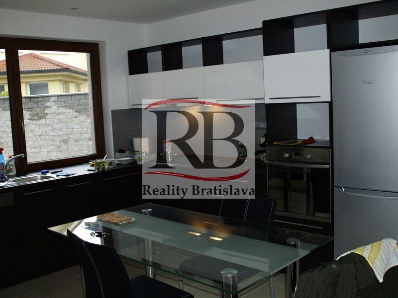 Rodinný dom-Prenájom-Bratislava - mestská časť Devín-890.00 €