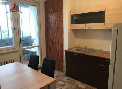 Ponúkame na prenájom zrekonštruovaný 3-izbový byt na Holíčskej ulici v Bratislave. Nachádza sa v zateplenom panelovom dome na 10/13 poschodí, s výťahom v blízkosti Technopolu.