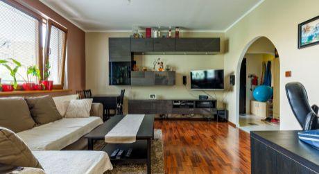 NOVINKA Moderný 2- izbový byt s veľkou loggiou, klimatizáciou na ulici Štefana Králika