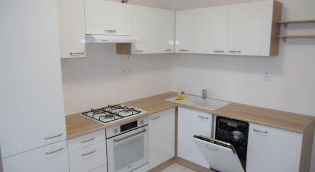 TOP PONUKA profesionálna rekonštrukcia 3- izbový byt s klimatizáciou a loggiou na Smolenickej ulici