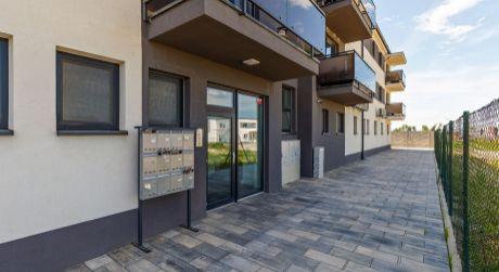 Zariadený moderný 2- izbový byt na Hlavnej ulici v Rovinke