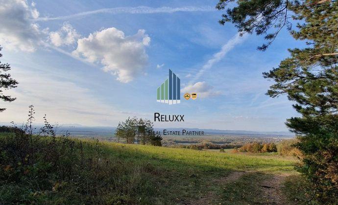 KOPLOTOVCE okres Hlohovec, poľnohospodárska, orná, lesná pôda a trávnaté porasty na predaj o spolu výmere 900 258 m2.