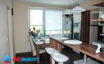 BÁNOVCE NAD BEBRAVOU - 3 izbový byt / DUBNIČKA / kompletná rekonštrukcia