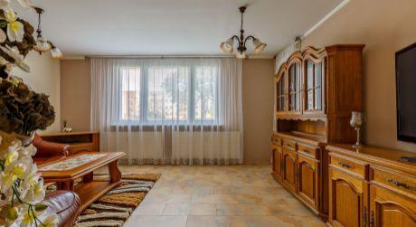 Priestranný 3- izbový byt na ulici J. Slottu