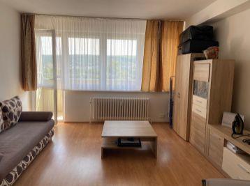 Prenajmeme slnečný, priestranný 1 izbový byt v Dúbravke.
