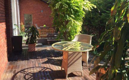 Ponúkame na prenájom priestranný 2-izbový byt s terasou na Strukovej ulici v tichej lokalite v Prievoze, Bratislava II.-Ružinov, 800,-Eur aj s energiami a parkovaním