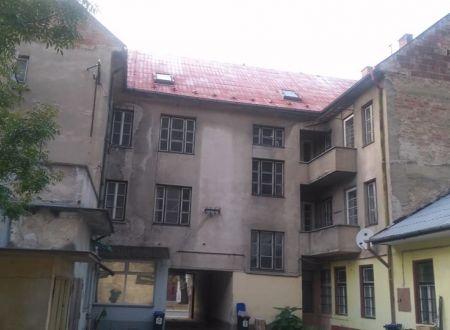 POLYFUNKČNÁ BUDOVA / 786 m2, pozemok výmery 934 m2, CENTRUM / TRENČÍN