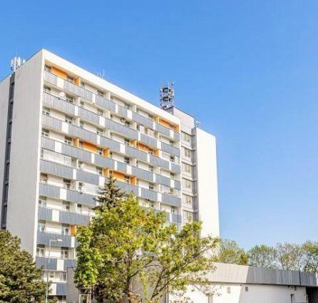 2 izb. byt s veľkou loggiou, Nové mesto, ul. Račianska