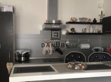 Predaj tichý 1-izbový byt v malej bytovke v Dunajskej Lužnej, Senec.