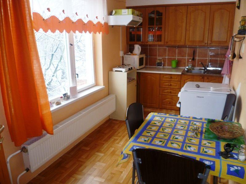 Rodinný dom-Prenájom-Vršatské Podhradie-200.00 €