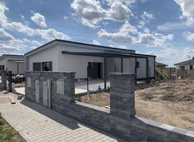 Posledný!Luxusne kvalitne prevedený 4-izbový rodinný dom s prekrytou terasou a prístreškom na auto