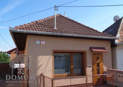 DOMUM - 2i rodinný domček v Novom Meste n/V – Mnešice, rozsiahla rekonštrukcia