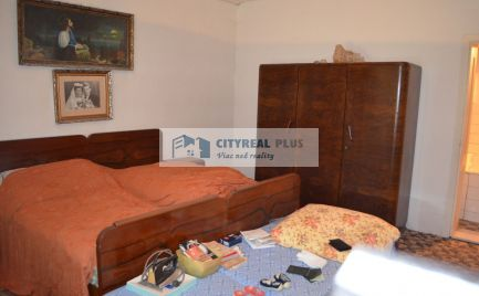 Predáme 4 izbový rodinný dom v obci Strekov