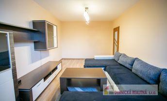 Na prenájom kompletne zrekonštruovaný a zariadený 3,5 izbový byt s veľkým šatníkom.