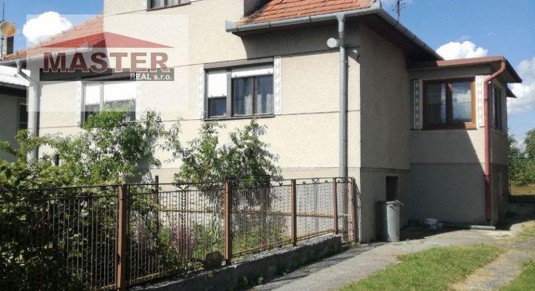 REZERVOVANÉ...Na predaj starší 3 izbový RD v Pochabanoch s veľkým pozemkom
