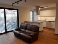 REALFINANC - 100% aktuálny !!! Na prenájom 2 izbový byt o výmere 60 m2,+ 4 m2 balkón + 2 x parkovacie miesto, novostavba, ulica Halenárska, Trnava!