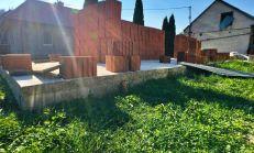 Rozostavaný rodinný dom na slnečnom pozemku