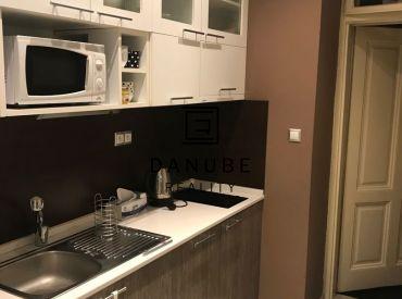 Predaj dva 1-izbové byty v Bratislave-Starom meste na ulici Malý trh.
