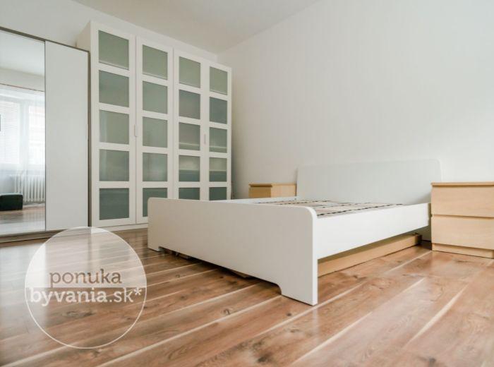 KARADŽIČOVA, 2-i byt, 50 m2 - TOP LOKALITA, zelený vnútroblok, KOMPLETNE ZARIADENÝ