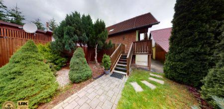 Ponúkame Vám na PREDAJ  rodinný dom s možnosťou bývať a podnikať pod jednou strechou s upraveným pozemkom o výmere 750m2 v obci Borčice