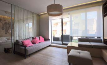 Na prenájom krásny 2-izbový byt s terasou 22m2, v centre Bratislavy, Laurinská