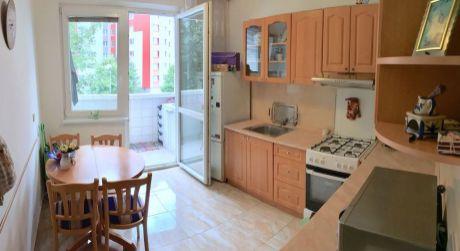 3 - izbový priestranný byt s loggiou 70 m2, kompletná rekonštrukcia  - Bratislava - Petržalka - Andrusovova ulica