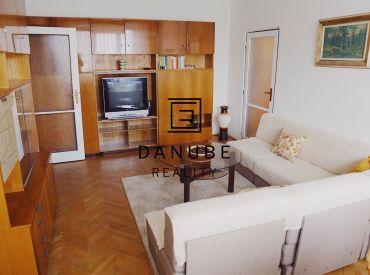 Prenájom príjemný 2-izbový byt v Bratislave-Ružinove neďaleko Štrkoveckého jazera.