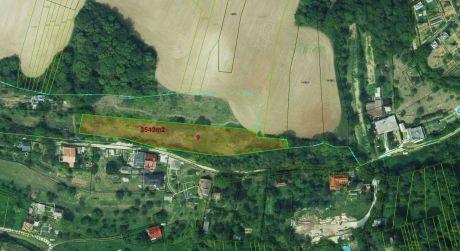 Investičný rekreačný pozemok v Moravanoch nad Váhom je na predaj-pri jazera Striebornica-3543m2
