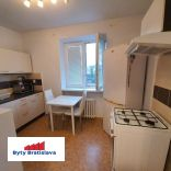 Províziu RK neplatíte! RK Byty Bratislava prenajme 3 izb. byt, ul. Jelačičova, BA II (pri OD Central ) .