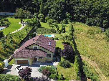 Priestranný rodinný dom 5+1 vo vyhľadávanej lokalite Malý Kolačín, Nová Dubnica, 2722 m2