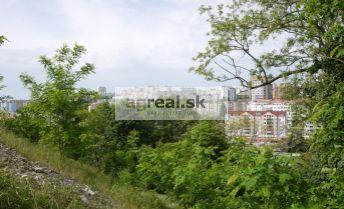 Stavebný pozemok 3.000 m² na 3 RD alebo mestské vily - kondomínium, Staré Grunty BA IV