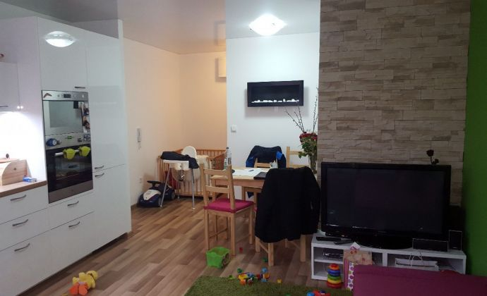 PREDAJ exkluzívne, veľký 3 izb. byt, Jána Stanislava, BRATISLAVA IV - Dlhé Diely