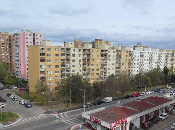 EISNEROVA - samostatný obchodný priestor, 40 m2, 5.200 ľudí denne, VÝNOS 650 EUR + energie, DOHODA