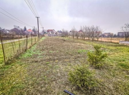 Stavebný pozemok výmery 1015 m2 / Veľké Orvište pri Piešťanoch