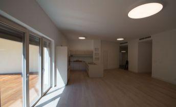 Moderný priestranný 4-izbový byt 217 m² + terasa 97 m² pri hrade, novostavba, vysoký štandard, 2 parkingy