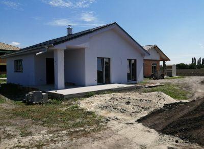 Klasické 4-izbové bungalovy s rôznymi dispozíciami pozemkov