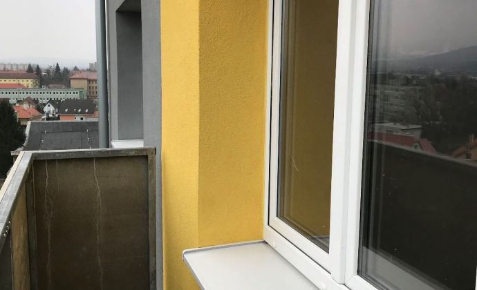 Na   predaj kompletne prerobeny a zariadený  1 izb. byt s balkónom ,