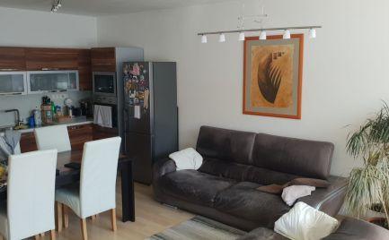 EXKLUZÍVNE  -  na prenájom 3 izbový byt na BELVEDERI