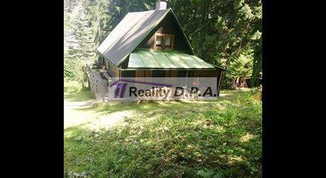 Na predaj dvojpodlažná samostatne stojaca chata v Jasenskej doline - blízko lyžiarskeho vleku