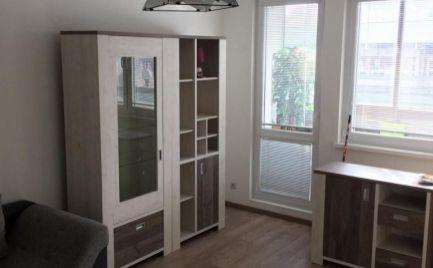 Na prenájom kompletne zrekonštruovaný a zariadený 2i byt s lodžiou na Zohorskej ul.