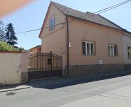 VÝBORNÁ LOKALITA Pekný 3-izbový rodinný dom Lučenec