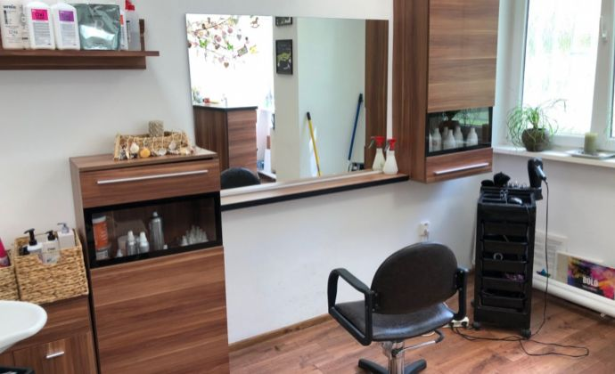 Na prenajom kancelária / kaderníctvo v Prievidzi na Dlhej ulici.