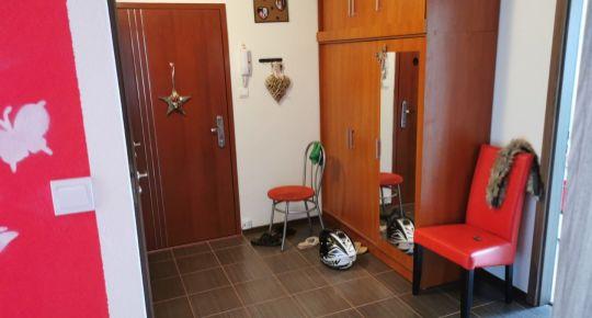 Ponúkame na predaj 3-izb. byt s loggiou vo Veľkom Krtíši.
