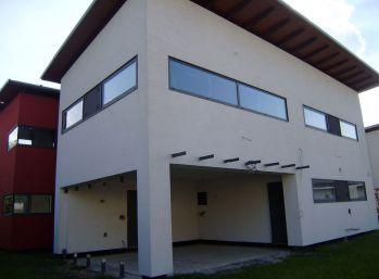 Predáme pekný moderný nízkoenergetický 7 izb. rodinný dom v Senci